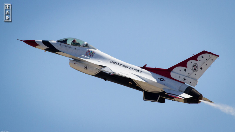 IMAGE: http://julianchen.smugmug.com/Photography/March-Field-AirFest-2012/i-8tp2H3L/0/L/20120520-Canon-EOS-7D-IMG3623-L.jpg