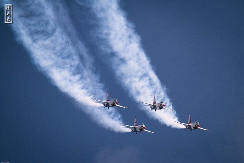 IMAGE: http://julianchen.smugmug.com/Photography/March-Field-AirFest-2012/i-RGgJKvG/0/L/20120520-Canon-EOS-7D-IMG3715-L.jpg