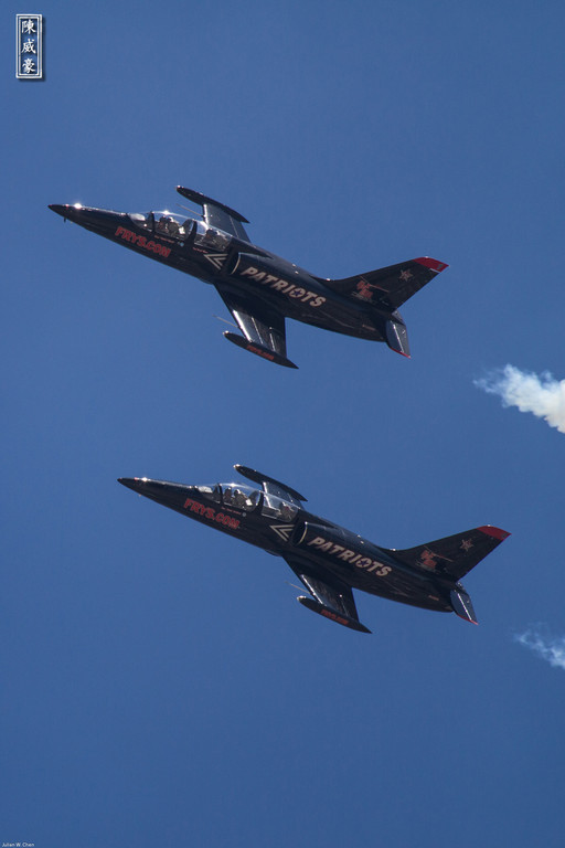 IMAGE: http://julianchen.smugmug.com/Photography/March-Field-AirFest-2012/i-ZhDd4gJ/0/XL/20120520-Canon-EOS-7D-IMG2336-XL.jpg