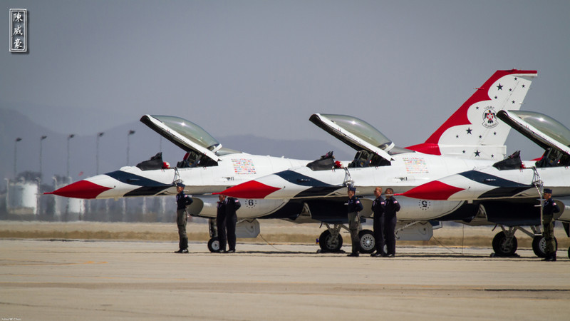 IMAGE: http://julianchen.smugmug.com/Photography/March-Field-AirFest-2012/i-cgqJhWX/0/L/20120520-Canon-EOS-7D-IMG3375-L.jpg