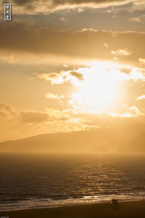 IMAGE: http://julianchen.smugmug.com/Photography/Santa-Monica/i-TRQNhFX/0/XL/20120413-Canon-EOS-7D-IMG6681-XL.jpg