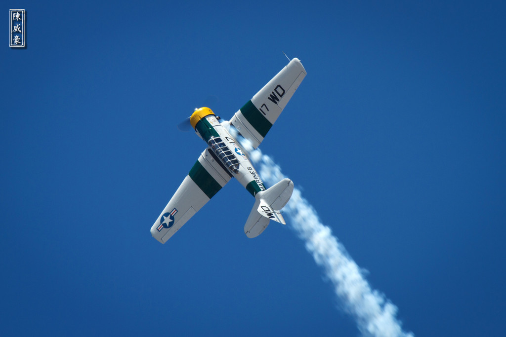 IMAGE: http://julianchen.smugmug.com/Photography/Wings-Over-Camarilla-2011/i-mDXwQGQ/0/XL/20110821-Canon-EOS-7D-IMG4049-XL.jpg