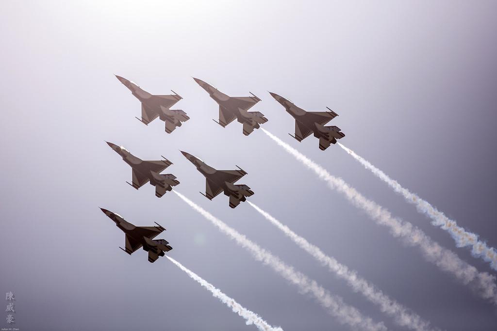 IMAGE: https://julianchen.smugmug.com/Photography/March-Field-AirFest-2012/i-b3PPzxz/0/XL/20120520-Canon%20EOS%205D%20Mark%20III-5D3_0613-XL.jpg