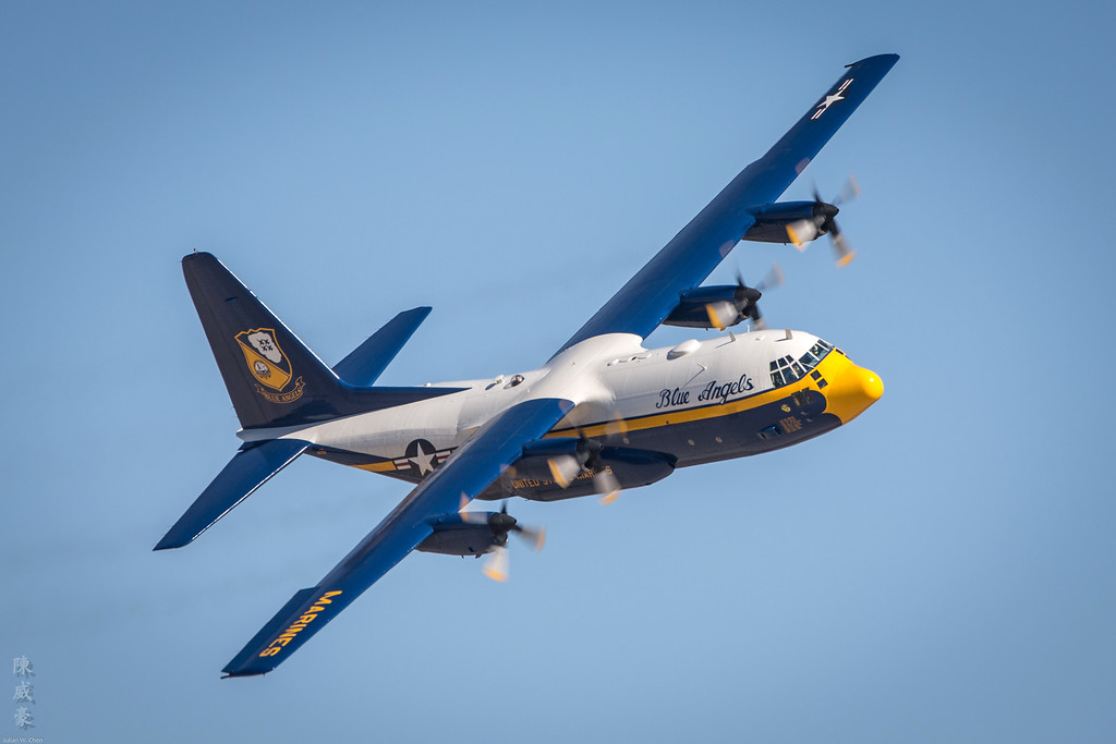 IMAGE: https://julianchen.smugmug.com/Photography/Miramar-Airshow-2012/i-r2gt372/0/XL/20121014-Canon%20EOS%205D%20Mark%20III-5D3_4772-XL.jpg