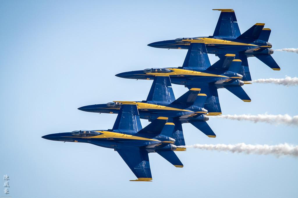 IMAGE: https://julianchen.smugmug.com/Photography/Miramar-Airshow-2012/i-rpLDsXp/0/XL/20121014-Canon%20EOS%207D-7D1_8292-XL.jpg