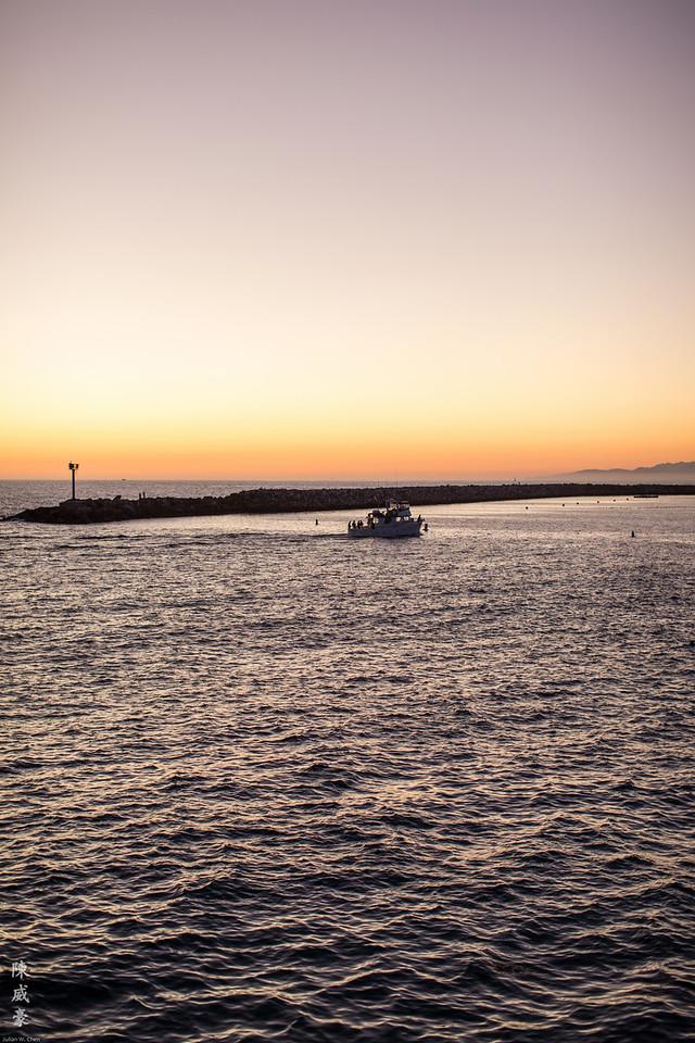 IMAGE: https://julianchen.smugmug.com/Photography/Redondo-Beach/i-NqNWw52/0/X2/20150919-Canon%20EOS-1D%20X-1DX_1720-X2.jpg