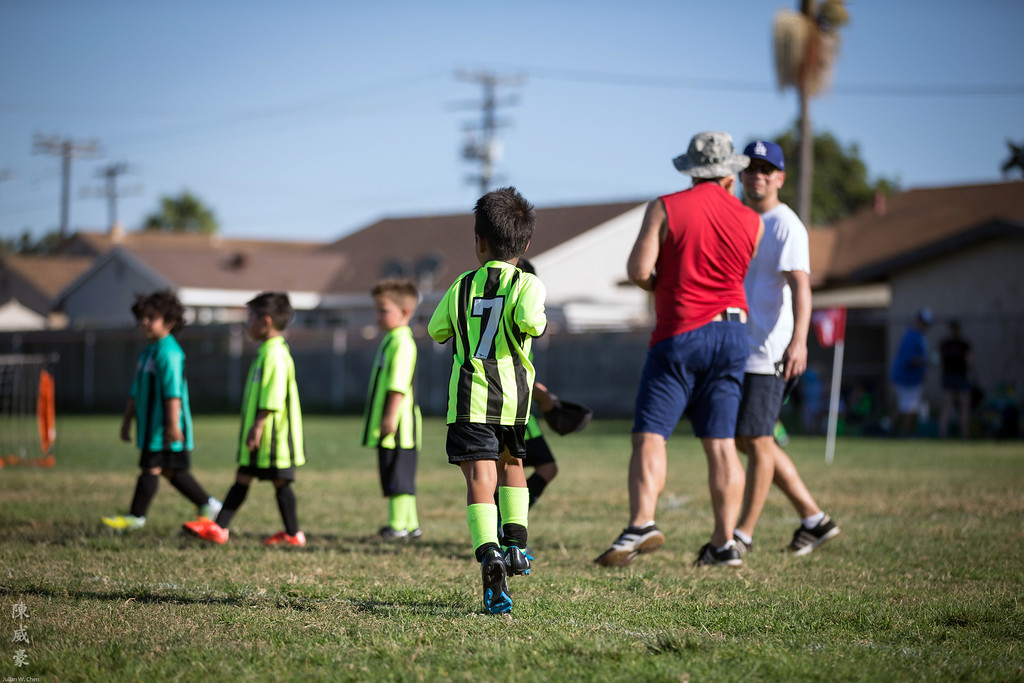 IMAGE: https://julianchen.smugmug.com/Photography/Sports/2015-AYSO-Alexander/i-VVznvzm/0/XL/20151010-Canon%20EOS-1D%20X-1DX_2803-XL.jpg